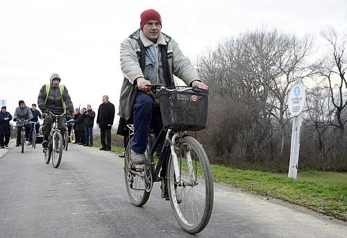 Bicikliút-avatás