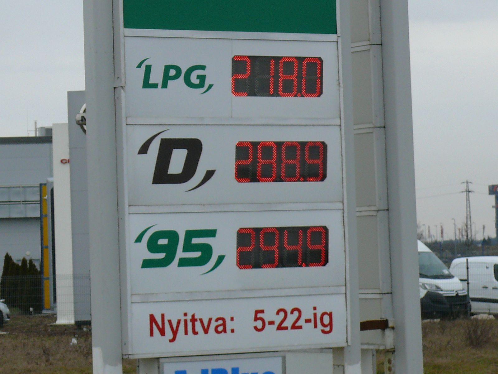 300 forint alatt a benzin