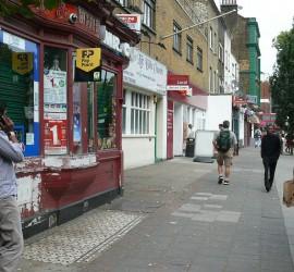 Azt mondjék, a keményen dolgozó londoni külvárosok migránsai tartják el a gazdag belvárost. (Bethnal Green, London)