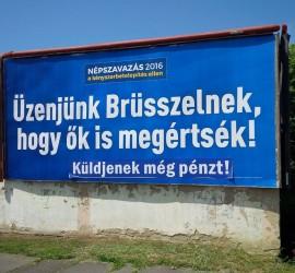 Meghekkelt Brüsszel-plakát Szombathelyen a Thököly utcában.