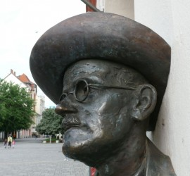 James Joyce szomra a szombathelyi Fő téren