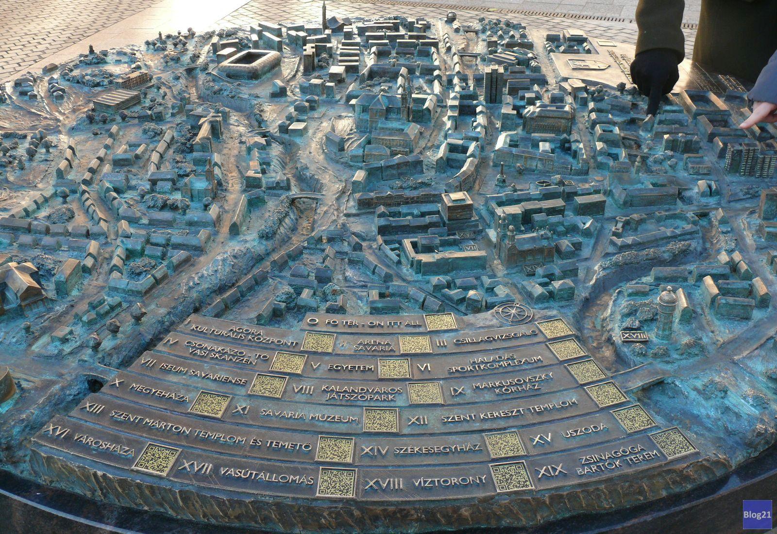 Ilyen közelről a szombathelyi Fő téren álló városmakett