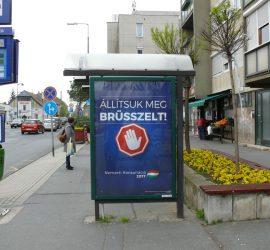 """""""Állítsuk meg Brüsszelt!"""" plakát a szombathelyi Thököly utcában"""