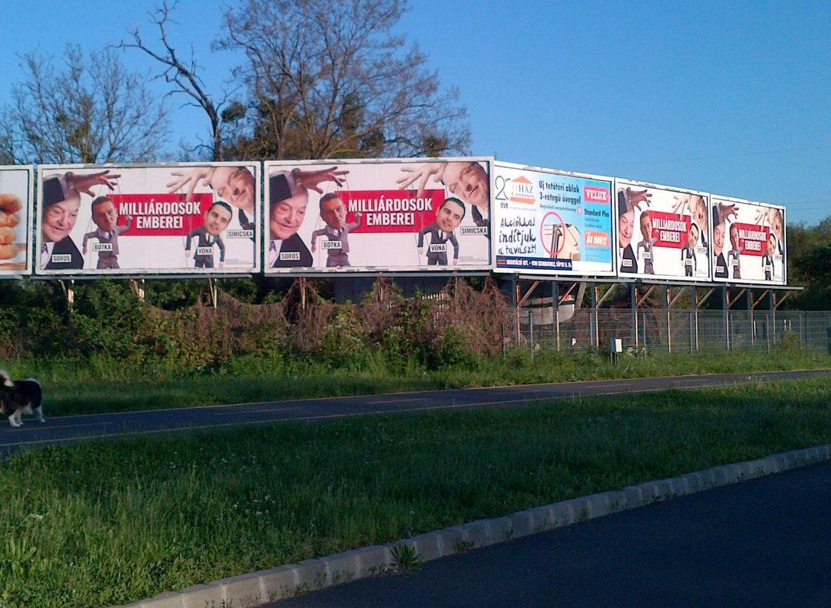 Milliárdosok emberei óriásplakát Szombathelyen (Csaba utca)
