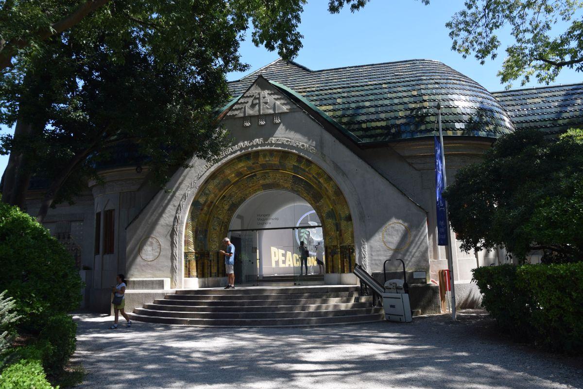 A magyar pavilon kívülről