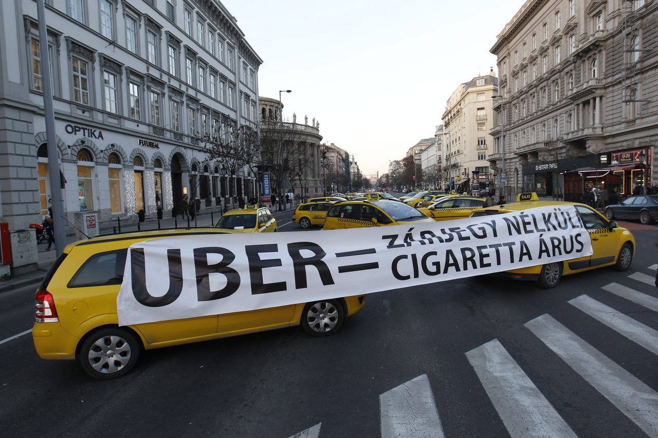 Uber-ellenes tiltakozás Budapesten 2016 januárjában (Fotó. Szigetvári Zsolt /MTI)
