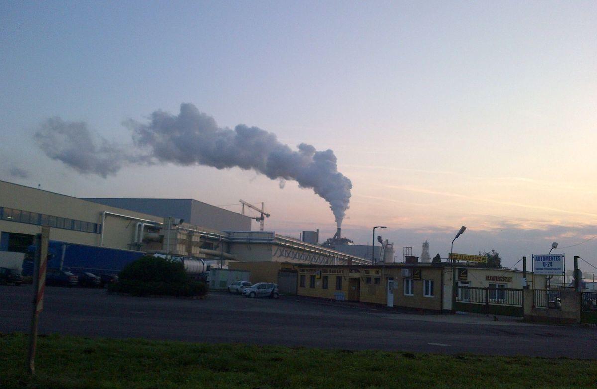 Falco gyár és füstje