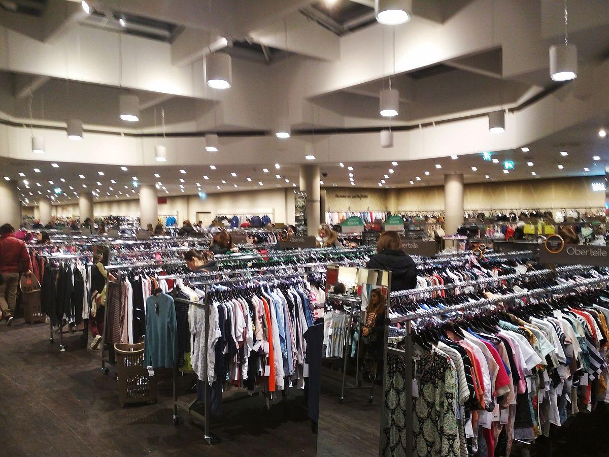 A ruházati részleg a legnyagyobb
